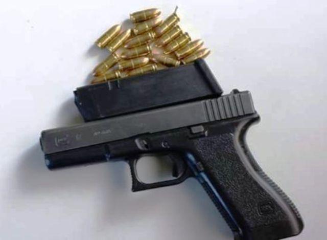 Polic a nacional apresa a tres j venes por posesi n ilegal for Porte y tenencia de armas de fuego en republica dominicana